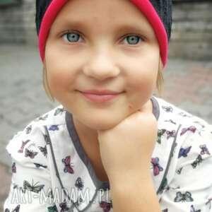handmade czapka dziecięca koronkowa czarna na czerwonej podszewce, rozmiar 53 -55cm