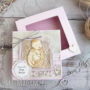 scrapbooking kartki pamiątka chrztu świętego pudełeczko z szybką