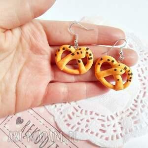 Kolczyki - precelki z makiem - Hand Made