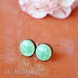 perłowe zielone kolczyki sztyfty żywica drewno, żywica, sztyfty, wkrętki
