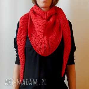 czerwona chusta, ciepła chusta, kobiecy dodatek, dodatek na zimę