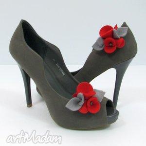 ręcznie robione ozdoby do butów klipsy - filcowe bratki czerwie&#324