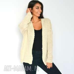 sweter beżowy kardigan narzutka z włóczki, dzianina, włóczka, splot
