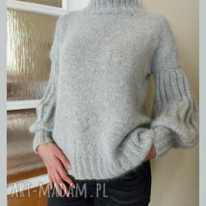 kaszmirowy sweter w kolorze gołębiej szarości, golf, ręcznie