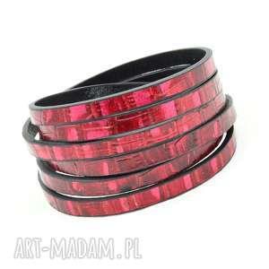 hand-made różowa skórzana bransoletka z tłoczonym wzorem