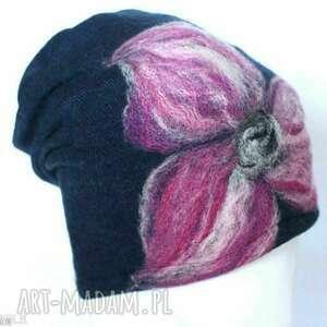 hand-made czapki czapka handmade wełniana z kwiatem-czesanką filcowane wełniane -czapka