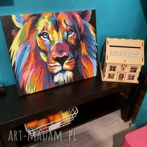 obraz lwa malowany farbami