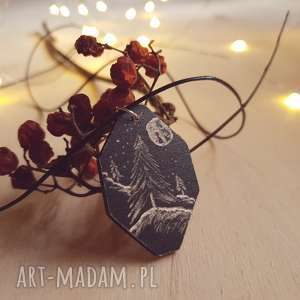 Drewniany wisior grawerowany, moonlight minimalist art, las, góry, noc, folk, sosna,