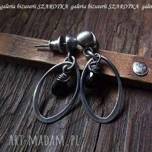 małe czarne kolczyki z e spinelu i srebra, spinel, kropla, srebro, oksydowane, owal