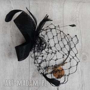 Czarne pióra ozdoby do włosów fascynatory fascynator, sinamay