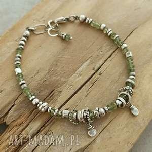 Surowa srebrna bransoletka z zielonym apatytem grey line project