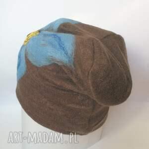 czapka wełniana damska brązowa z kwiatem - wełna, kwiaty, narty, boho, etno