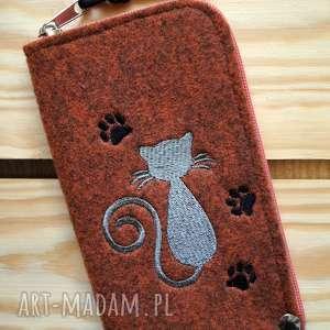 ręcznie robione etui filcowe na telefon - kotek