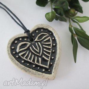 folkowe czarne serduszko wisiorek, wisior, ceramiczny, serce, wisiorek