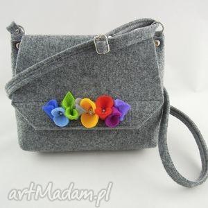 hand-made dla dziecka torebka dziecięca z filcu - szara kwiatkami