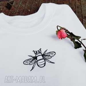 t-shirt z haftem pszczoły - ,haft,pszczoła,koszulka,t-shirt,biały,oversize,
