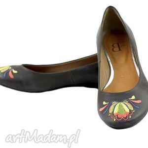 ręcznie zrobione buty baleriny skorzane z haftem 001