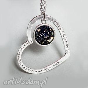 hand made naszyjniki galaktyka za szkłem kosmos na szyi, nowoczesna grafika i serce w kolorze srebra