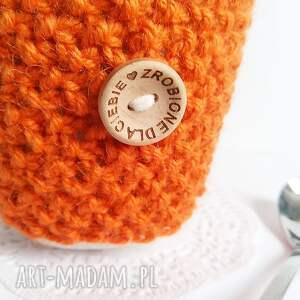 Otulacz na kubek z guziczkiem - Ręcznie robione