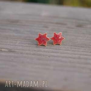 czerwone kolczyki gwiazdki, kolczyki