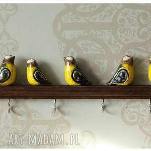 wylegarnia pomyslow długi wieszak z kolorowymi ptaszkami, ceramika, drewno, ptak