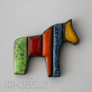 i-pataj - broszka ceramiczna, kolor, koń, design, łowicki, mazowsze, ludowy