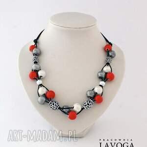 Naszyjnik w czerwieni,bieli i szarości. - ,naszyjnik,rzemień,metal,ceramika,biżuteria,