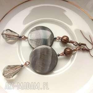 kolczyki eleganckie szarości - długie kolczyki, długie, muszka, perłowe, szkło