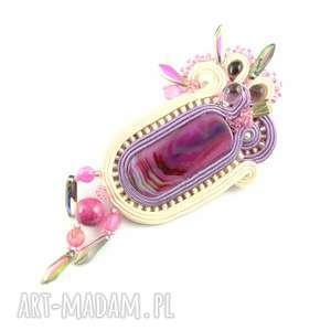 Kremowo-różowy wisior z oryginalnym okazem agatu