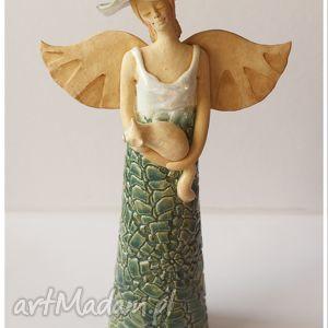 pod choinkę prezent, anioł z kotem, ceramika, anioł