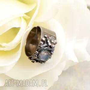 obrączka z kamieniem księzycowym a858, kwiatami, pierścionek
