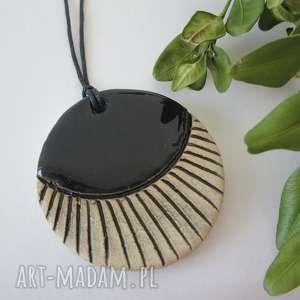 wisiorki czarny wisiorek ceramiczny, ceramika, biżuteria, etniczny