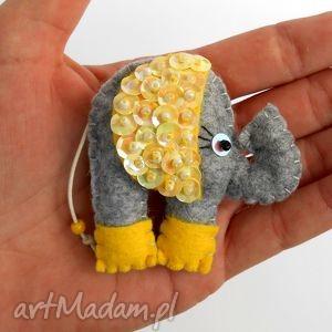 słonik - broszka z filcu, filc, słoń, broszka, błyszczący, cekiny, przypinka