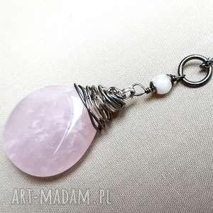 Naszyjnik ze srebra i bryłki różowego kwarcu, srebro, oksydowane, efektowny