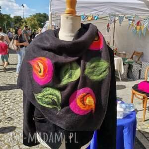 ręcznie robione chustki i apaszki czarna chusta handmade wełniana, elementy filcowane