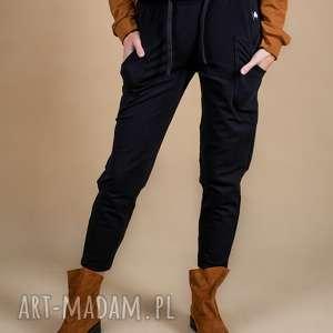 spodnie damskie dresowe czarne z kieszenią, spodnie, bluzki, kurtki
