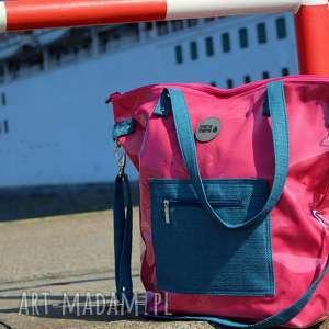 malinowa torba damska na ramię z folii kieszonką, torba-damska, torba-na-ramię