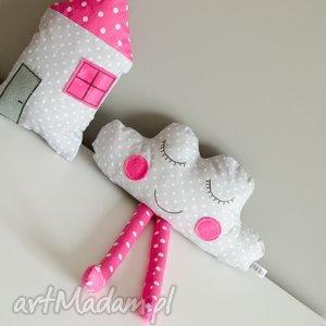 urocza wesoła chmurka i domek dla dziewczynki - dziewczynka