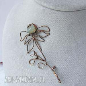 broszka: kwiat z jadeitem duża broszka kwiat, jadeit, z kamieniem