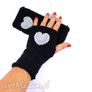 handmade rękawiczki mitenki czarne z sercem