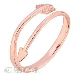 pierścionek z różowego złota ze strzałą, uniwersalny