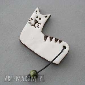 ręcznie robione pomysł na prezent pod choinkę piecuch-broszka ceramiczna