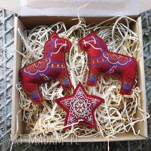 świąteczny prezent, zestaw bombek, zawieszki, bombki, ozdoby, choinkowe, świąteczne
