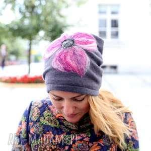 ręcznie zrobione czapki czapka handmade wełniana z kwiatem szara