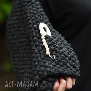 hand made broszki broszka agrafka z białymi perłami