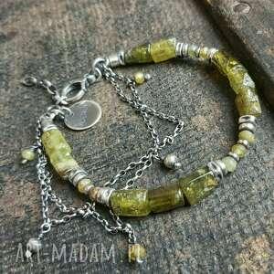 bransoletka srebrna z zielonym granatem grossular, metaloplastyka, srebro