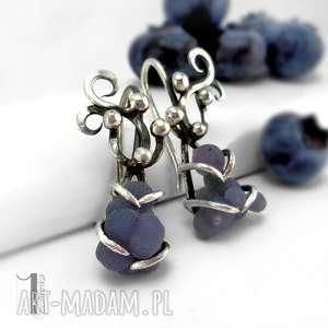 ręcznie robione kolczyki bilberry i srebrne kolczyki z chalcedonem