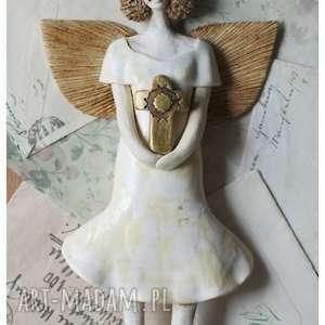 Aniołek z krzyżem, ceramika, anioł, krzyż