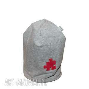 ręcznie robione ubranka czapka szara z różowym puzlem