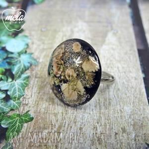 0546/ mela pierścionek - kwiaty w żywicy, pierścionek, kwiaty, żywica, epoksyd